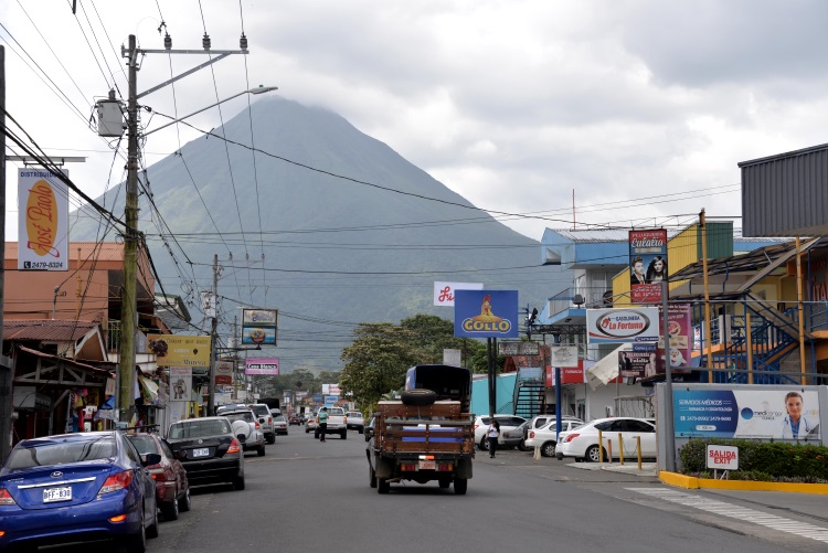 圣卡咯镇重生:曾经被1667公尺高的亚雷纳活火山给淹没。