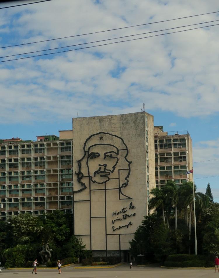 革命英雄格瓦拉是古巴人的精神领袖;古巴仅见的 广告牌二之一。