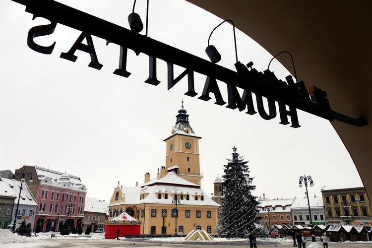 老城中心的Piata Sfatului广场,成为了当地人和游客集中的地区,这里一连串节庆活动都一年四季节日不断。