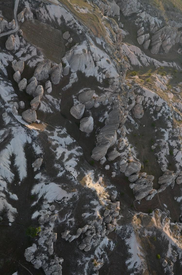 鸟瞰卡帕多奇亚的美丽地貌。