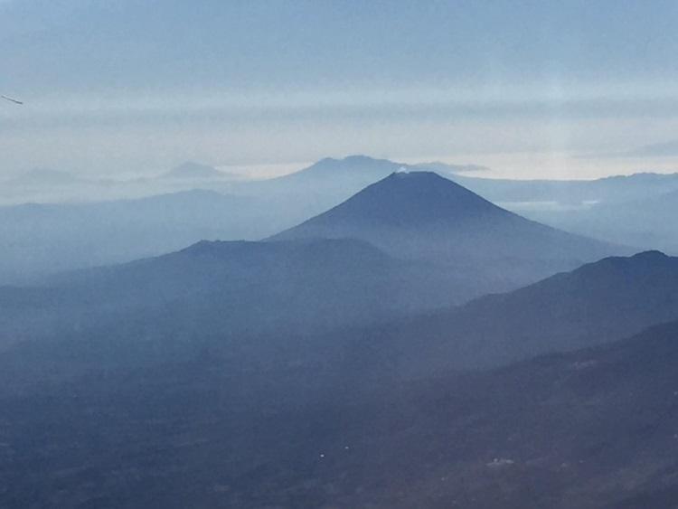 以活火山、层层高原、见称的哥斯达黎加;如诗如画。