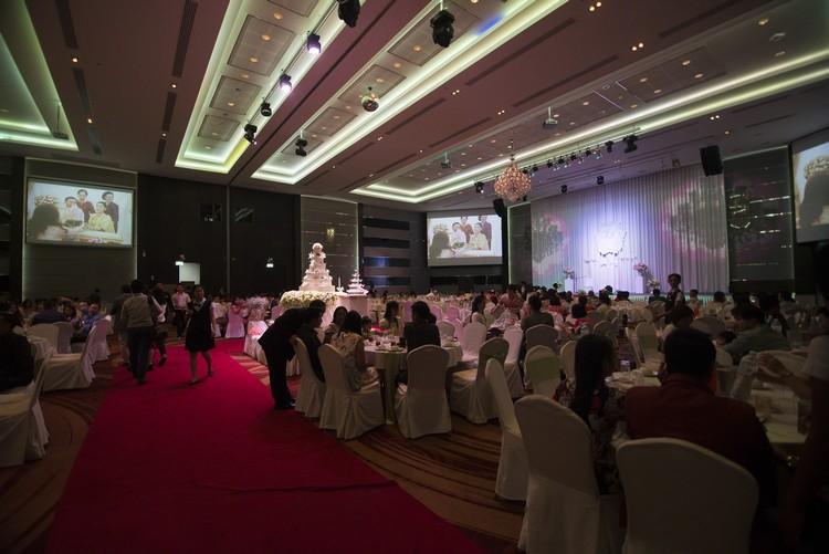 宴会厅可容纳千人,每逢周末都被租作婚宴使用。
