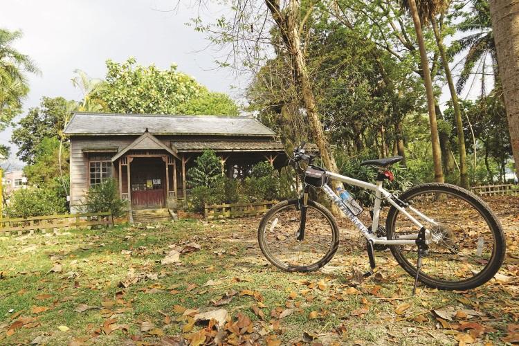 演习林里的桧木木屋。
