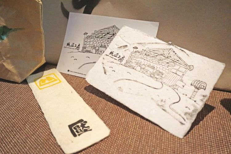 手工纸彩绘明信片和书签。