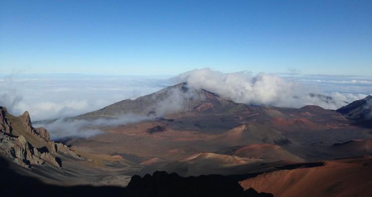 超然的火山地貌,让人犹如置身外太空。