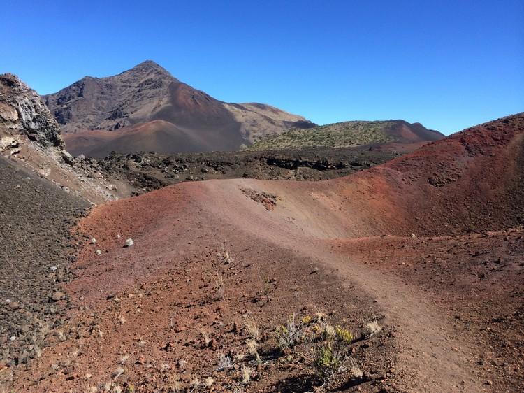 红色岩土的道路。