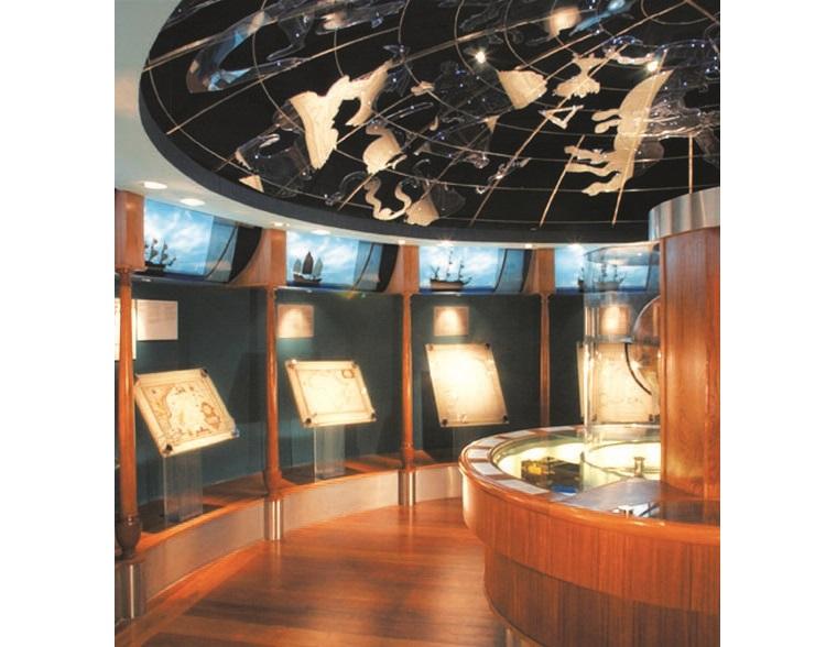 除了邮票,蓝色便士博物馆的收藏品还包括海洋地图、旧文件、不同时期使用的纸币和硬币等。