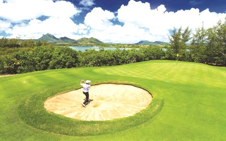 鹿岛上的图斯罗克高尔夫球场让高尔夫球爱好着在迷人景色及浪声中享受挥杆的乐趣。