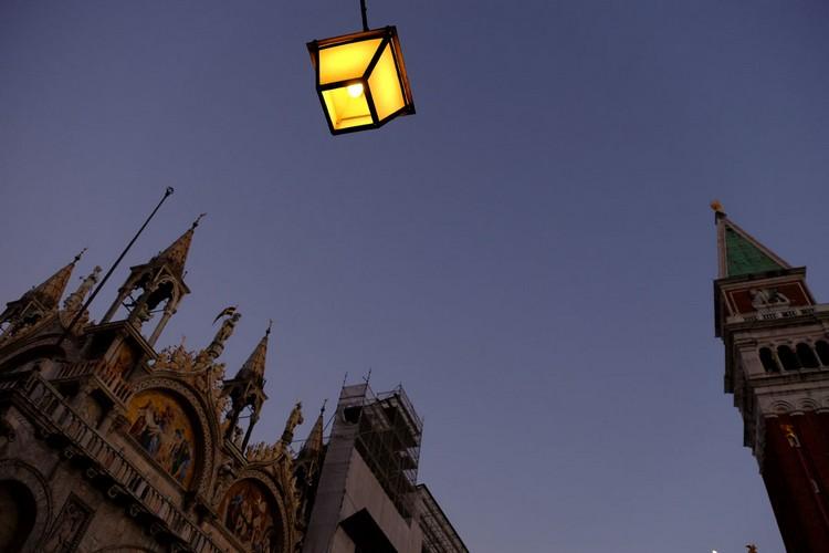 圣马可大教堂,始建于公元829年,曾是中世纪欧洲最大的教堂。