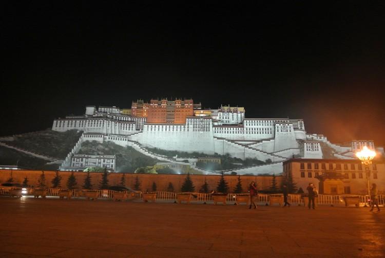 夜晚的布达拉宫,多了一份恬静。