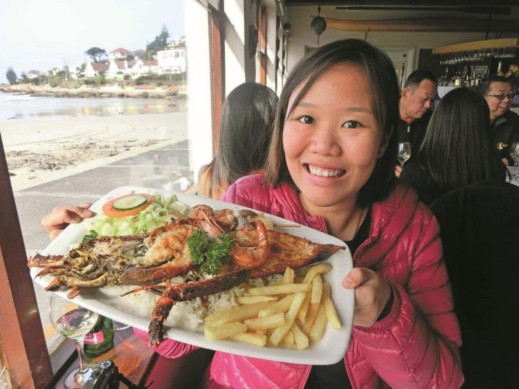 海湾餐厅的招牌龙虾大餐。