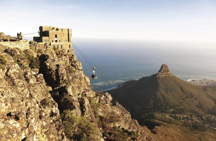 想要揭开桌山的神秘面纱就得乘坐缆车登顶。