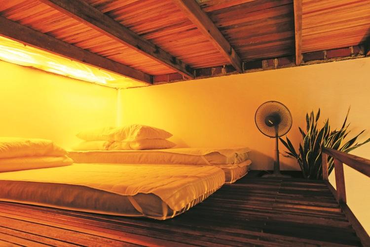 善用空间,阁楼也可营造舒适卧房空间。