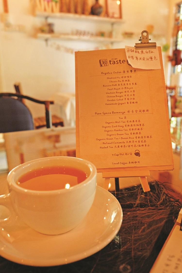 闲逸下午,一杯咖啡,完美生活。