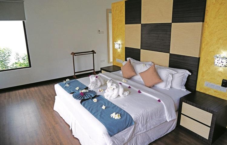 房间宽敞舒适,一开门就让人有种想要立刻躺在床上的冲动。