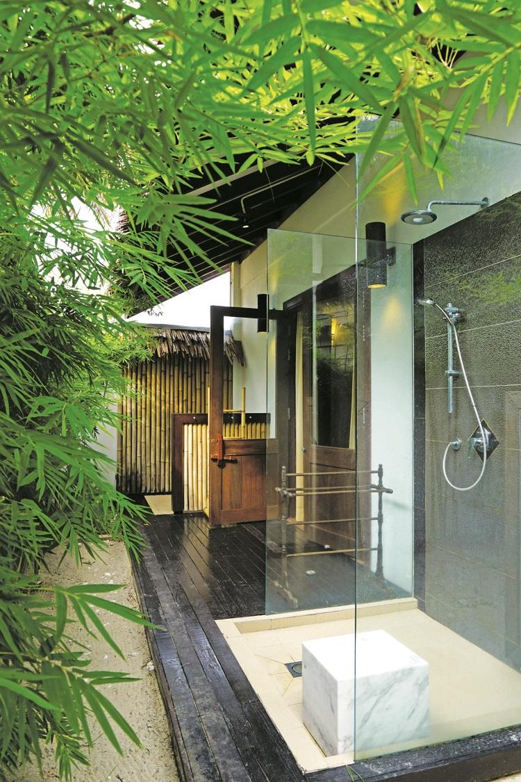 室外的淋浴设备让你和大自然融为一体。