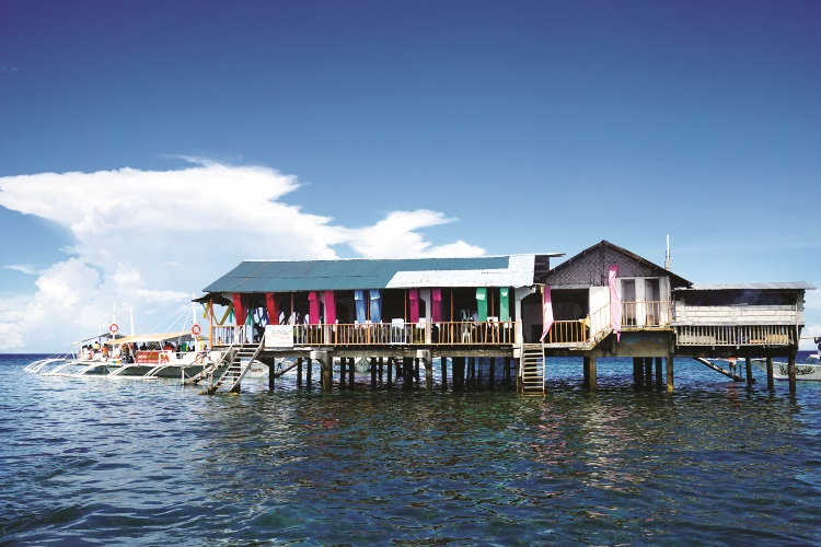 """海中餐厅,让你体验""""菲""""一般的飨宴。"""