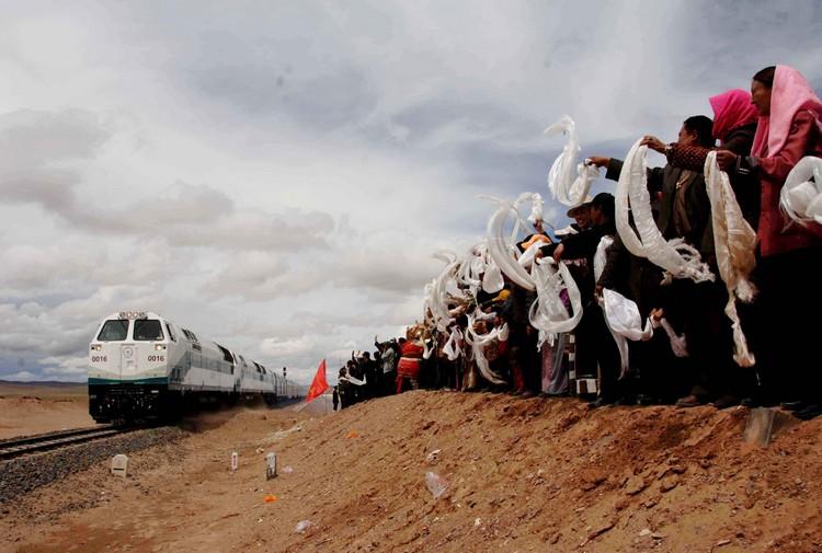 旅游西藏,青藏铁路是不可或缺的一环。