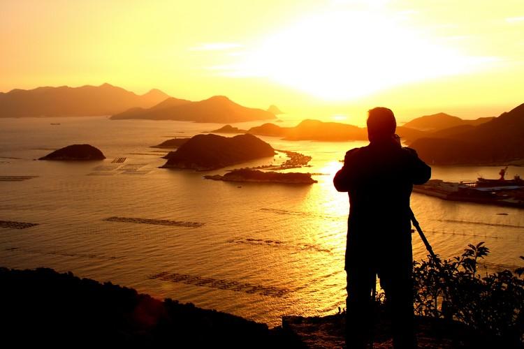 """这里的美景屡次获选""""中国之最"""",包括""""中国最值得拍摄的绝美之地""""、""""中国最美滩涂""""等,每年吸引多大20多万国内外摄影发烧友特地前来拍摄。"""