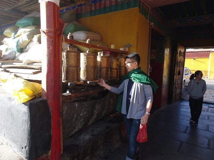 扎基寺是西藏唯一的财神庙,因为堪为称西藏最灵验的。
