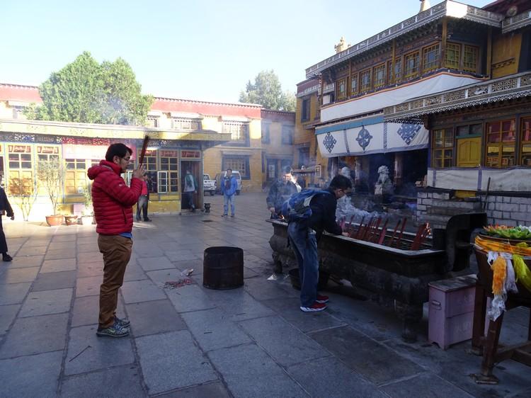 此庙原是为专门为外来人求平安而设,但外来人却大多是商人、生意人,他们在此敬神后都觉得非常灵验,于是慢慢变成大家口中的财神庙。