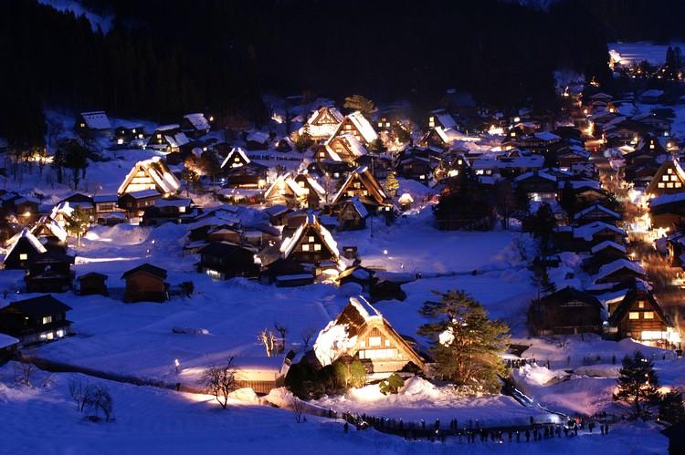 合掌式的乡民村落,是日本木造文化的最佳代表。走入其中仿佛时光穿梭回到了江户时代的村庄。