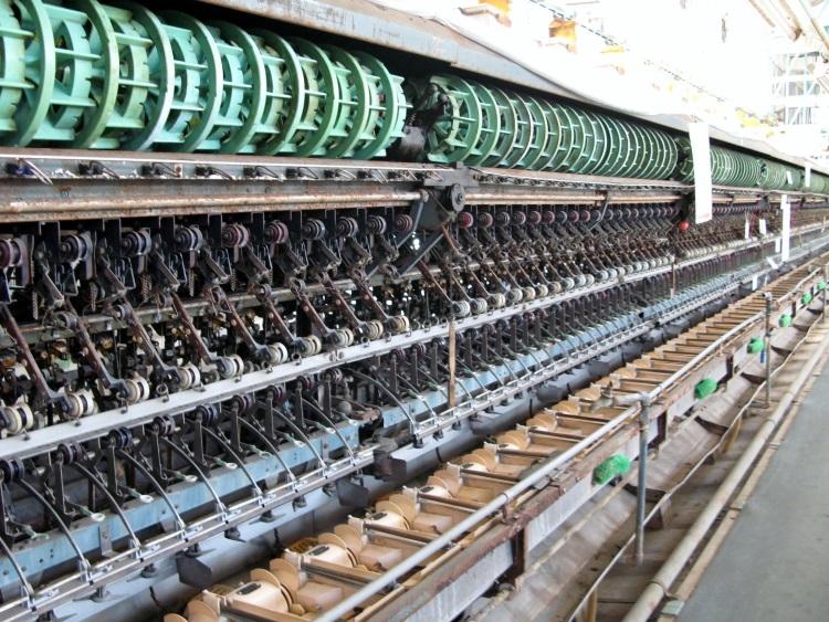 """富冈制丝厂是群马县的代表,有""""丝绸之国""""一称。这里所生产的""""丝制品"""",以革新技术及日本与世界的技术交流作为核心所创造出的产业文化。日本用少见的施工方法开发产丝技术,与县内的另外三处丝绸产业遗产群(田岛弥平旧宅、高山社遗址、荒船风穴),因此日本政府在2012年决定向联合国教科文组织提出了申请世界遗产,并在2014年成功登录。"""