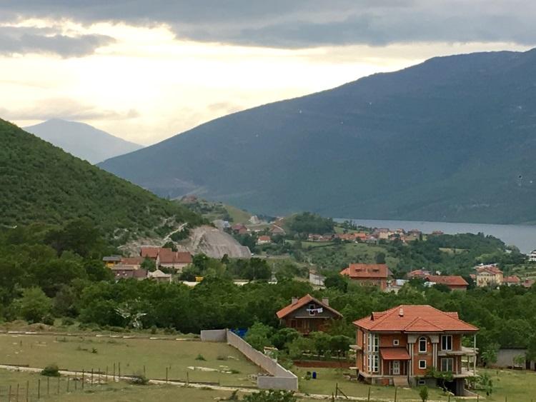 阿尔巴尼亚的总面积只有28748平方公里。可,一路上风景秀丽。