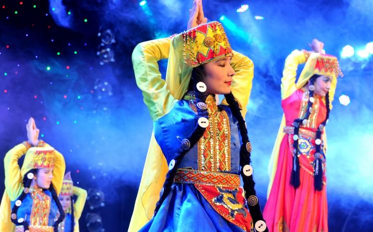 各个民族舞蹈色彩