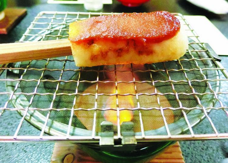来到以优质稻米为名的秋田,一定要去尝尝当地的米制食品如烤米饼。