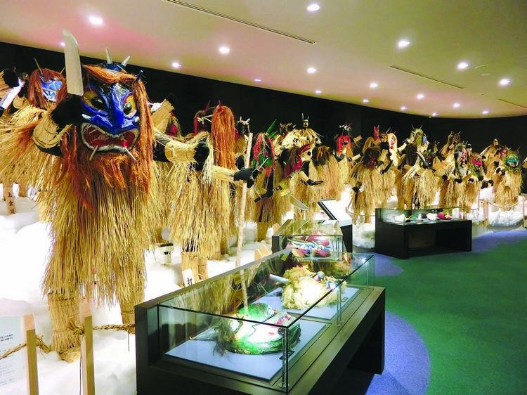 真山传承馆里展示了男鹿半岛各地共80个地区的生剥鬼面具。