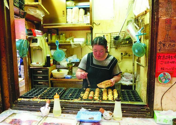 阿美横町街有许多小吃店,让游客购物后可以大享饱腹。