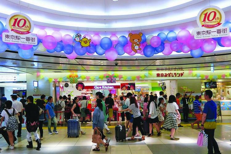 """车站底层设有""""东京駅一番街"""",是游客来到东京必逛的景点之一。"""