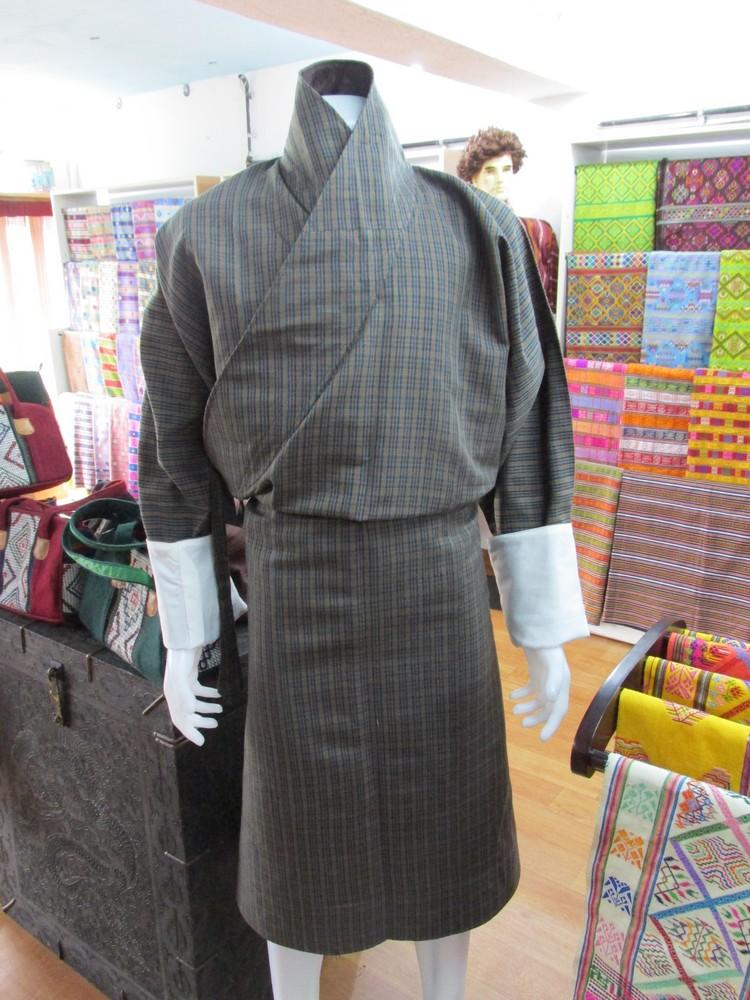 """男性不丹传统服装,称之为""""帼""""。"""