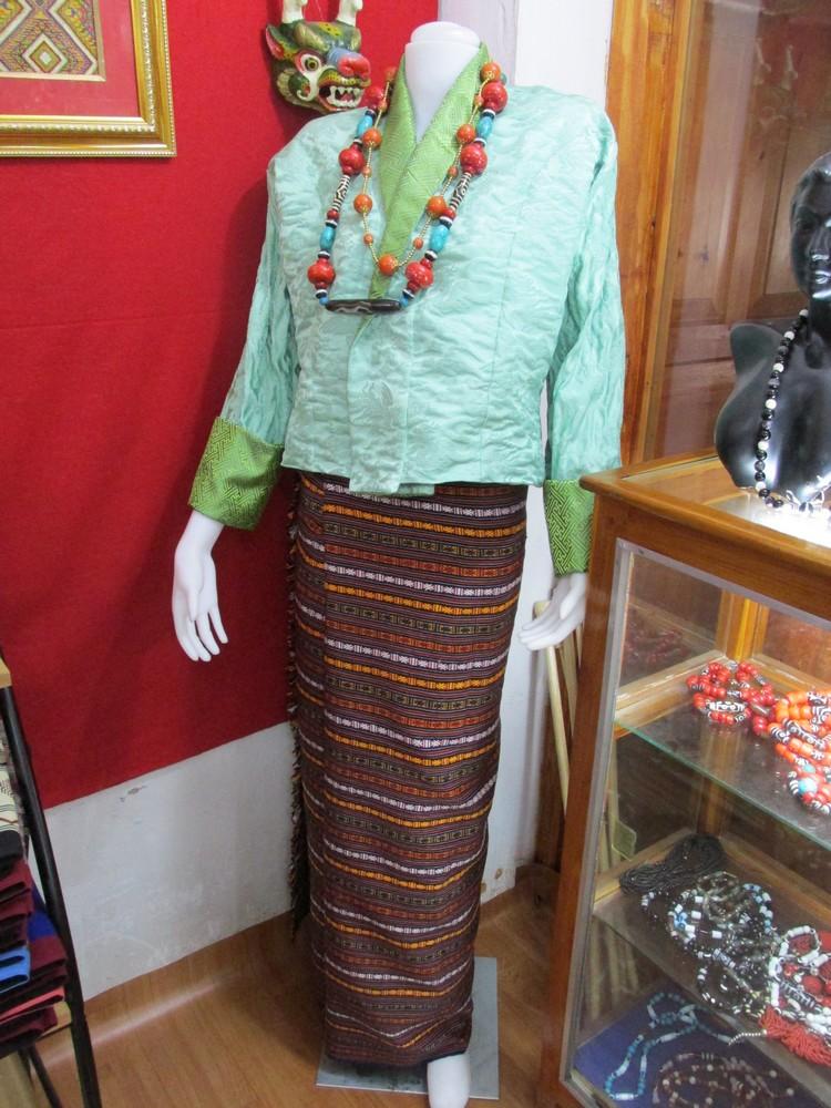 """不丹传统女性服装,称之为""""旗拉""""。"""