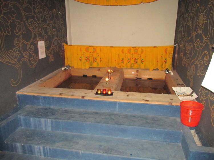 可以的话,在你的不丹行程中不妨安排体验不丹传统热石浴。