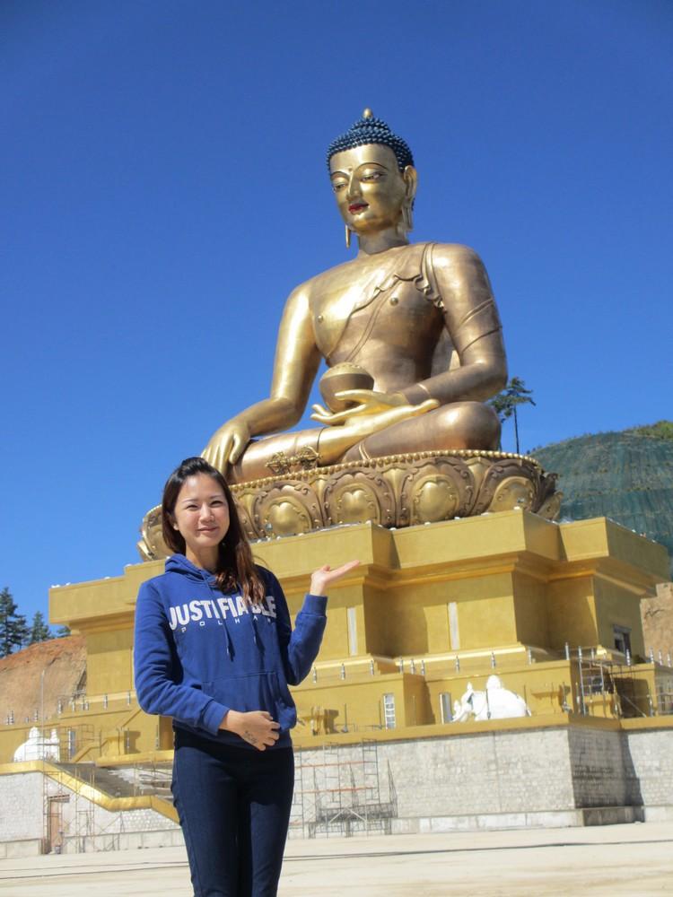在佛像前,记得把激动收在心里,别大声喧哗!