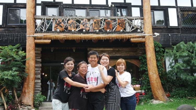 蔡家5口在农场各兼其职,共同经营这片祖传的土地。