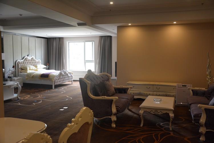 采用欧式风格设计的套房,敞亮舒爽,静谧安逸。