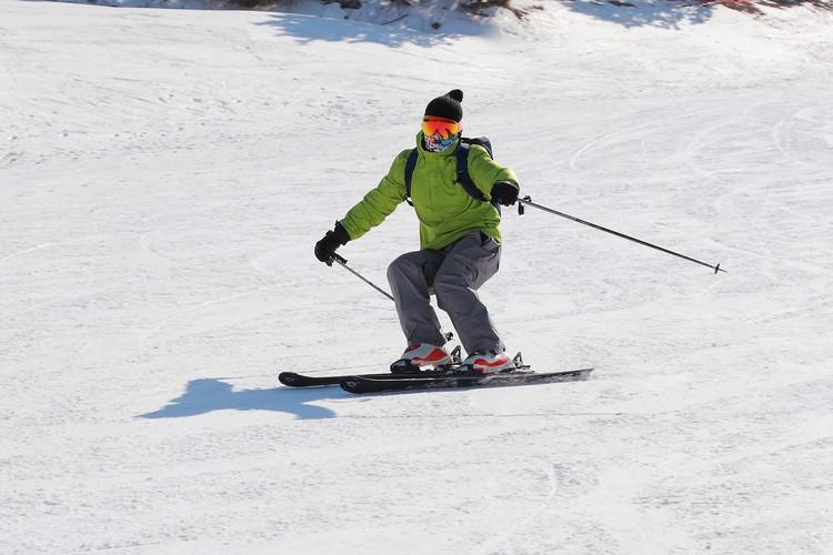 有着惊艳滑雪技术的游客让人称羡不已。