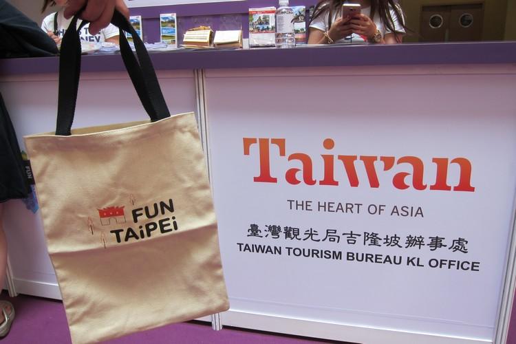 购买台湾旅游配套的赠品 (须符合条件)