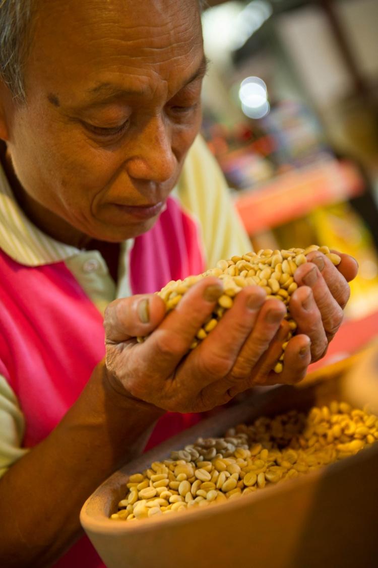台湾休闲农业发展协会,有系统的培训农民,成为专业的咖啡佬;提高产业价值。