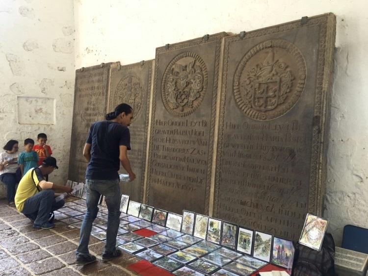 天啊!505年历史古迹的葡萄牙圣保罗教堂内,竟然被允许任意摆地摊?!谁该负全责?