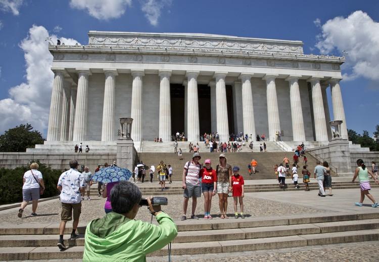 至今,林肯纪念堂仍是民权运动的圣地,也是游客和学生最喜爱的参观地点。
