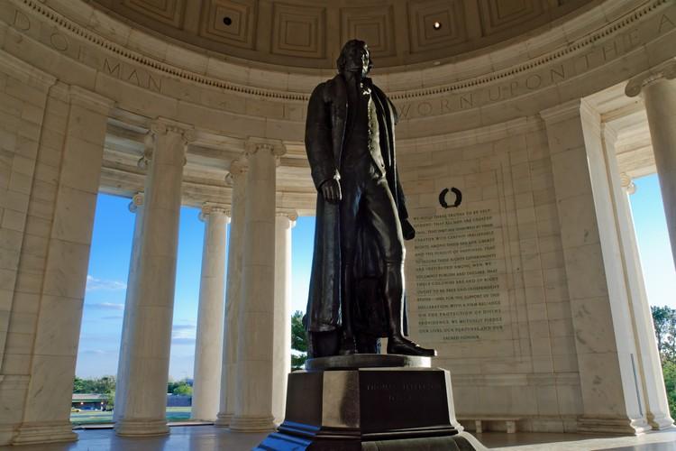 杰斐逊铜像是在1947年完成。