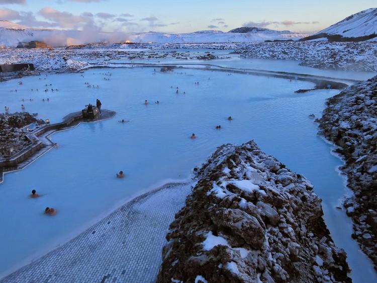 在蓝湖温泉里,赏景、享受、养生、保暖一次达阵!