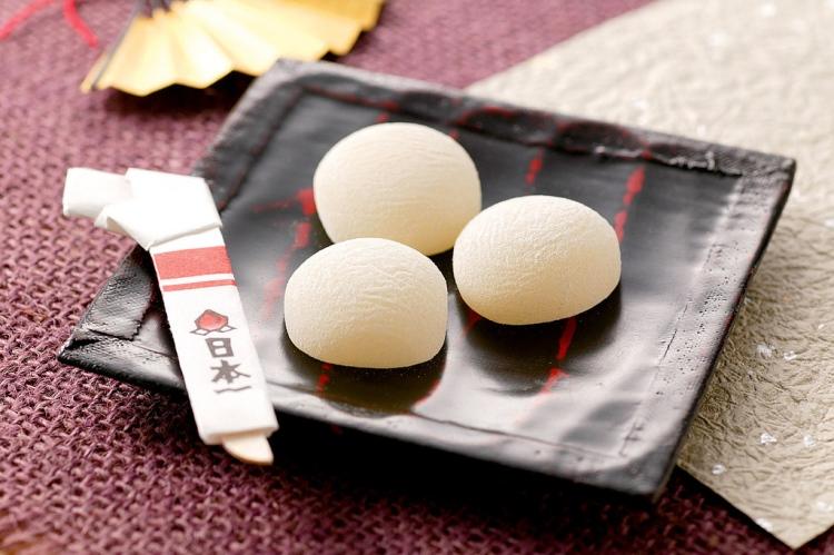 购买吉备团子 桃太郎当年去消灭魔鬼时,身上就是带着吉备团子!这可是冈山热门名产哟!