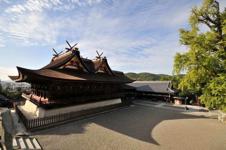吉备津神社 被指定为国宝的建筑物,里头一个全长360公尺、气势磅礴的大回廊。