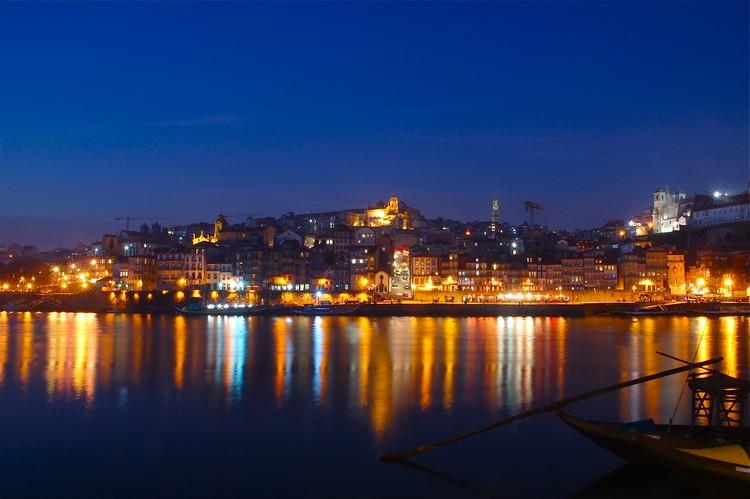 入夜的左岸Cais da Ribeira区,更加迷人。