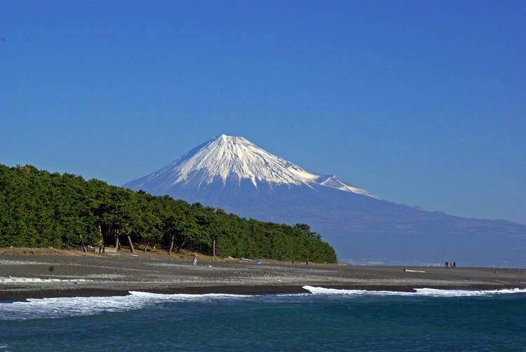 三保之松原和富士山交融出来的美景。